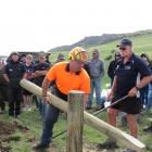 World and national fencing champion Shane Bouskill, of Hawke's Bay, shows some of the fencing skills that have made him a champion, during a Fencing Contractors Association of New Zealand (FCANZ) field day at Earnscleugh Station, near Alexandra. He is hel