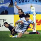 Argentina's Lucas Gonzalez Amorosino scores a brilliant try  against Scotland. REUTERS/Anthony...