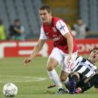 Arsenal's Aaron Ramsey (L) fights for the ball with Giampiero Pinzi of Udinese during their...