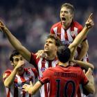 Athletic Bilbao's Fernando Llorente (C) celebrates scoring against Manchester United during their...