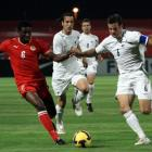 Bahrain's Jaycee John, left, fights for the ball with New Zealand's Ryan Nelsen,during their 2010...