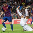 Barcelona's Lionel Messi runs past AC Milan's Gianluca Zambrotta during their Group H Champions...