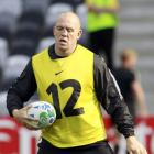 England's Mike Tindall takes part in the Captain's run in Dunedin. Photo by Reuters.