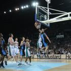 Gary Wilkinson of the Breakers scores from a lay-up.  (Photo by Sandra Mu/Getty Images)
