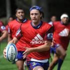 Highlanders fullback Ben Smith trains at Logan Park this week. Photo by Peter McIntosh.