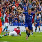 Leicester City's Jamie Vardy celebrates scoring against Aston Villa. Photo: Reuters