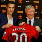 Manchester United's new signing Robin van Persie (L) of the Netherlands poses with manager Alex...