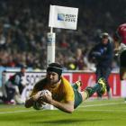 Matt Giteau dives over to score for Australia. Photo Getty