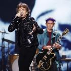 Mick Jagger (L) and Keith Richards of the Rolling Stones perform at a concert. Photo by Reuters