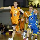 Nuggets guard Jamie Blake (right) and Harbour Heat forward Daryl Cartwright chase the ball during...
