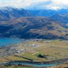 queenstown_airport_pictured_from_the_remarkables___5225b4b322.JPG