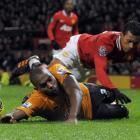 Ronald Zubar challenges Manchester United's Nani. REUTERS/Nigel Roddis