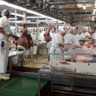 silver_fern_farms_workers_process_beef_carcasses_a_52eb52b8bc.JPG