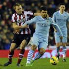 Sunderland's Sebastian Larsson (L) challenges Manchester City's Sergio Aguero during their...