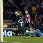 Sunderland's Sebastien Larsson (C) shoots to score against Arsenal during their FA Cup match in...