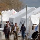 Syrian refugees stroll at Islahiye refugee camp in Gazintep. REUTERS/Osman Orsal