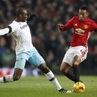 Manchester United's Anthony Martial (R) in action with West Ham's Angelo Ogbonna. Photo: Reuters