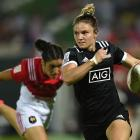 Michaela Blyde on the run against France at the Dubai Sevens. Photo: Getty Images