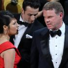 Brian Cullinan and Martha Ruiz of PWC confer on stage after the Best Picture was mistakenly...
