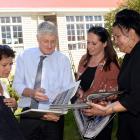 (from left) Arai Te Uru Whare Hauora general manager Shelley Kapua, Prof Peter Crampton, Otakou...