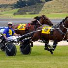 Fiery Ferret and Matthew Williamson hold out Chief Kapai and Ricky May to win on a record...