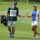Gary Matthews passes a club to Lydia Ko. Photo: Getty Images