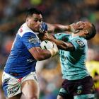 Sam Lisone of the Warriors fended off Benji Marshall of the Broncos. Photo: Getty