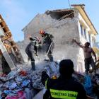 Rescue team members search for victims at a collapsed building in the village of Vrissa on the Greek island of Lesbos. Photo: Reuters