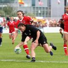 Selica Winiata scores a try for the Black Ferns against Canada. Photo: Getty Images