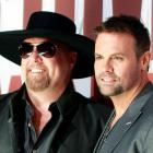 Country music duo Montgomery Gentry, Eddie Montgomery (L) and Troy Gentry. Photo: Reuters