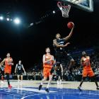 Breakers point guard Edgar Sosa takes the ball to the hoop against the Taipans. Photo: Getty Images