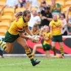 Isabelle Kelly runs in to score a try for Australia. Photo: Getty