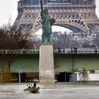 A boat on the flooded River Seine passes the Statue of Liberty replica in Paris. Photo: Reuters
