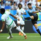 Luis Suarez shoots for Uruguay against Saudi Arabia. Photo: Getty Images