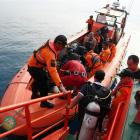 Divers prepare to begin a search for the crashed plane last week. Photo: Reuters
