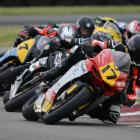 Dale Finch (#17), on the Helicraft Racing MV Agusta 675 F3, leads the NZ Supersport 600...