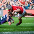 Jonathan Davies dives over to score a try for Wales against Scotland. Photo: Getty Images