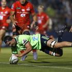 Highlanders ock Tom Franklin scores a try early in the first half in their game against the...