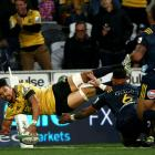 Ardie Savea scores in the corner as Shannon Frizell and Tevita Li try to get across in cover...