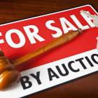 Both house sales and auction numbers declined in March, the latter falling from 13.2 % to 918...