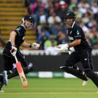 Jimmy Neesham (L) and Colin de Grandhomme put on a partnership of 132 for New Zealand. Photo: Getty