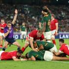 South Africa's Damian de Allende gets the ball down to secure a crucial try. Photo: Getty Images