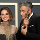 Taika Waititi with his Oscar for Jojo Rabbit and presenter Natalie Portman. Photo: Reuters