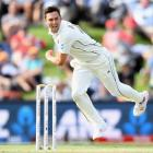 Trent Boult picked up 3 wickets to put New Zealand back in the driving seat. Photo: Getty Images