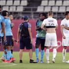 Players acknowledge each other after the match. Photo: Reuters