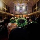 The Cook Islands community enter Auckland Town Hall. Photos: RNZ