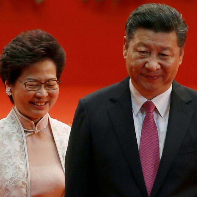 Hong Kong Chief Executive Carrie Lam (L) and Chinese President Xi Jinping. Photo: Reuters