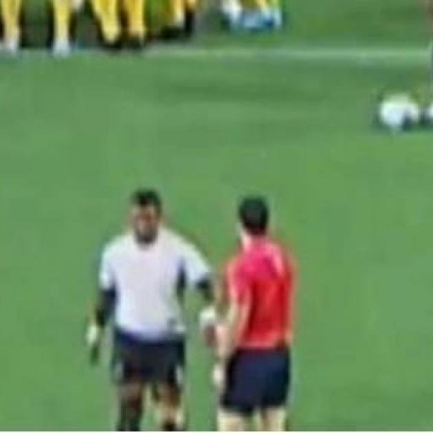 Kiwi referee Ben O'Keeffe committed the cardinal sin says an Aussie publication. Photo: Fox Sports