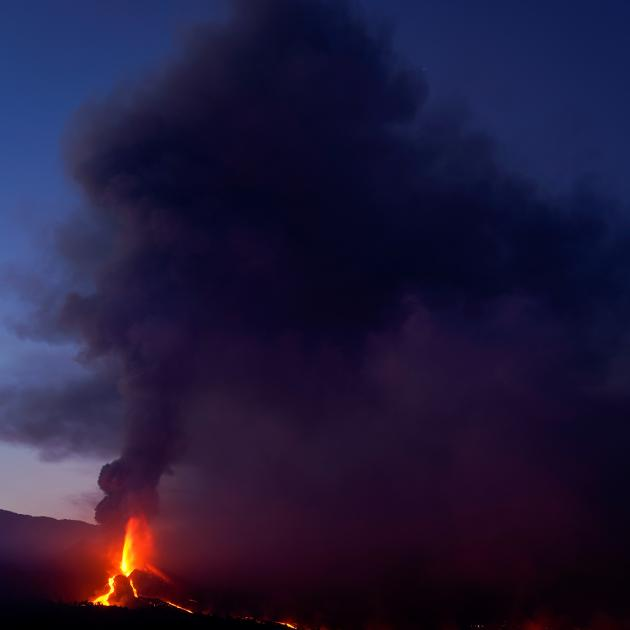 The Cumbre Vieja volcano continues to erupt on the Canary Island of La Palma, as seen from Tacande. Photo: Reuters