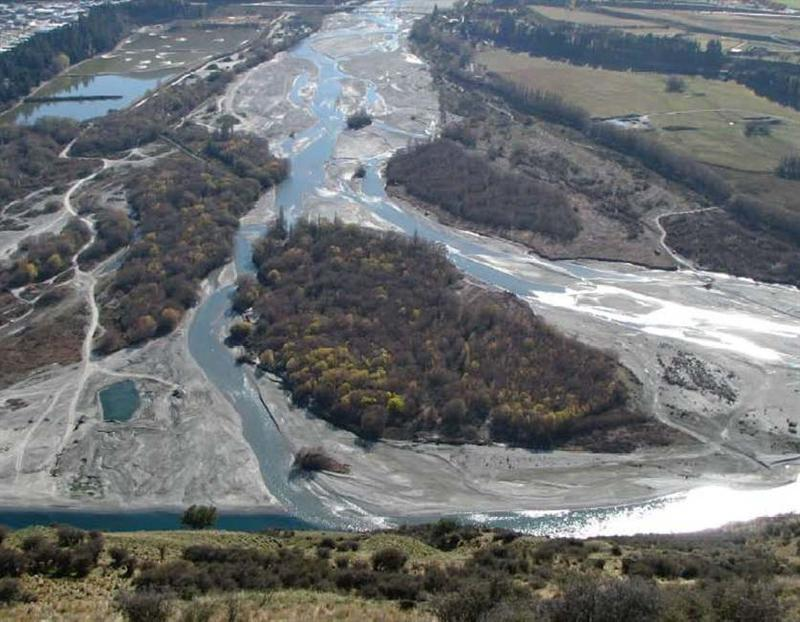 One dead after raft overturns on Shotover River